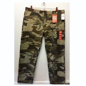 Dockers   NWT Camo Modern Khakis Slim Tapered
